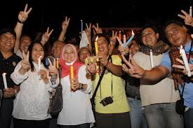 A peace vigil on the eve of the signing
