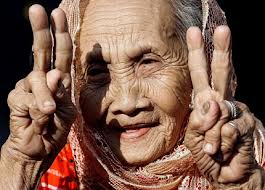 An old women gives us her peace sign.