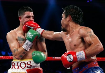 Manny peppers Rios' face with stinging hits. (Photo by balita.net.)
