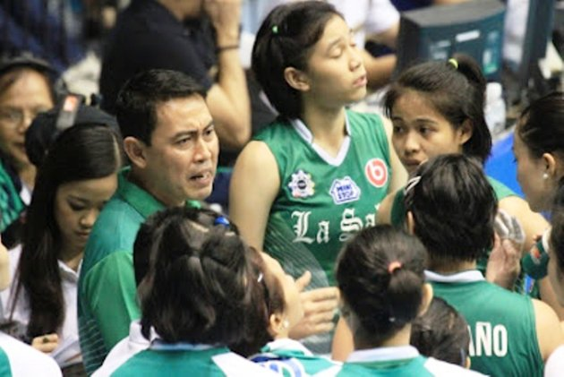 Coach Ramil De Jesus is all-business in his approach to the game. (Courtesy of www.ph.sports.yahoo.com)
