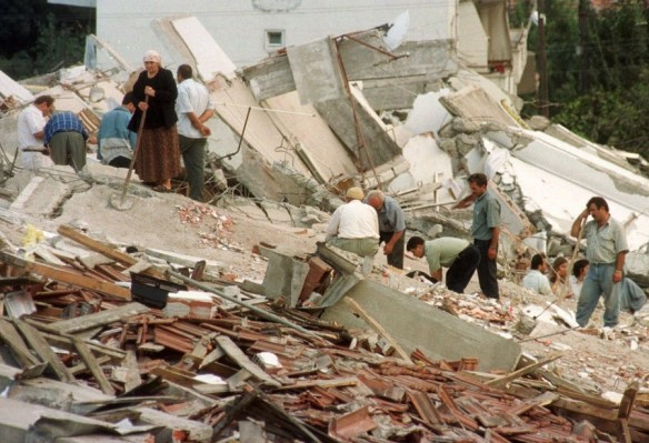 Thousands of buildings collapsed during the deadly 1999 Turkish earthquake. (Courtesy of www.nurkose.net)