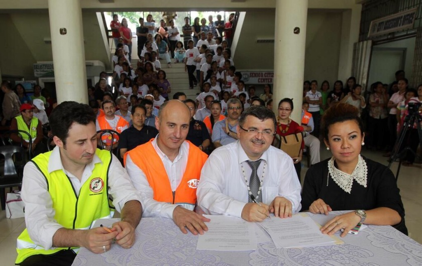 MOA signing between cioty officials and KYM vice chair, Metin Cetiner. (Courtesy of Pacific Dialogue Foundation)
