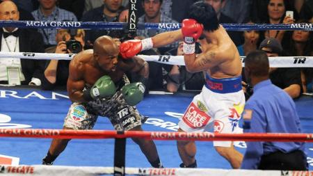 Bradley goes for the knockout. (Courtesy of inquirer.net)