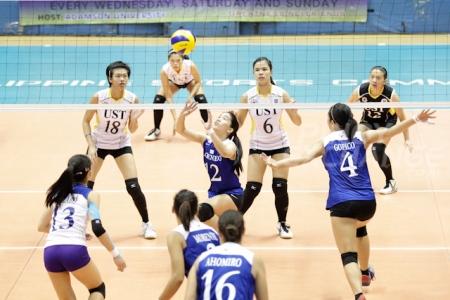 Ateneo's Julia Morado sets the ball against UST. (Photo by Mark Cristino.)
