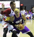 Asi Taulava tries to move the immovable Kraken.