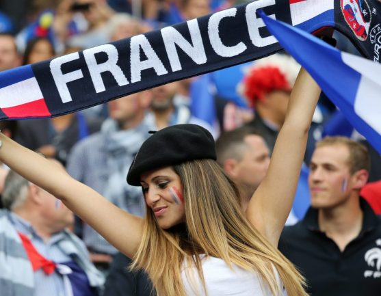 - A French fan (Camerabags.com)