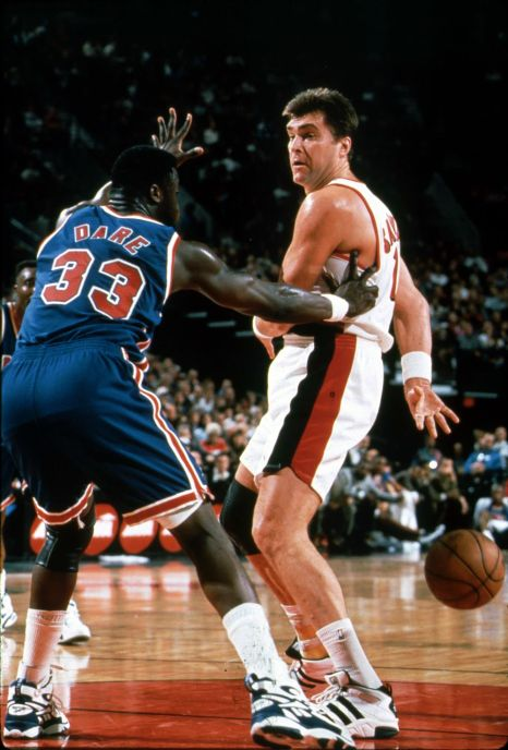 In the 80s, Arvidas Sabonis displayed uncanny point guard's passing skills.