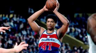 Wes Unseld muzzled the opposition down low. (NBA.com)
