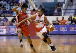 Alex Mallari's arrival provides another option for the rotation. (PBA)