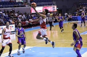 Alex Mallari slashes the middle. (PBA)