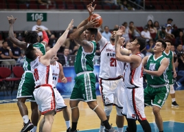 Blackwater's defense stiffles the opposition.