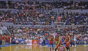 A huge crowd witness the final game.