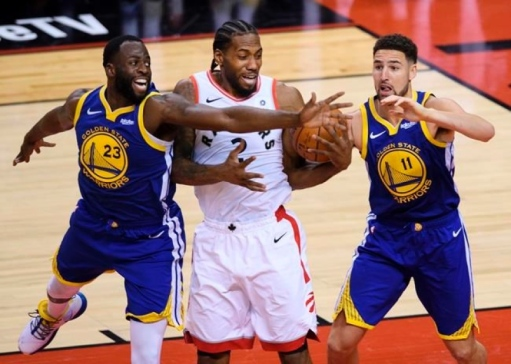 Klay and Draymond try to double team the future NBA Finals MVP. (Bridge River News)